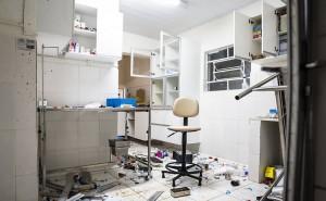 Avener Prado/Folhapress: Sala é encontrada com objetos revirados no Instituto Royal, em São Roque (SP)