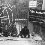 Ativistas se reúnem em frente ao Instituto Royal