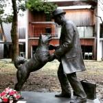 Cão Hachiko reencontra com seu dono