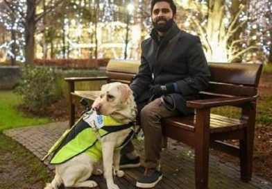 Homem coloca câmera em seu cão-guia e filma os abusos que sofre
